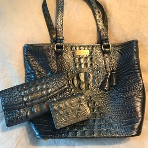 Brahmin Shoulder Bag w/wallet & buss card holder